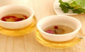 Стъклена Чаша за Чай с Керамичен Филтър и Рисуван Капак