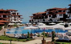 Луксозна Почивка за Лято 2019, Чадър и Шезлонг на Плажа на База Полупансион до 30.06 за <em>Двама</em> от Свети Тома, Аркутино