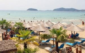 Топ Сезон на 40М. от Плажа в <em>Кавала</em>, Гърция! Нощувка със Закуска на човек + Частен Плаж, Чадър и Шезлонг във Вила Николас!