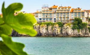 На Море в <em>Созопол</em>! Нощувка със Закуска в Хотел Корал, <em>Созопол</em>!