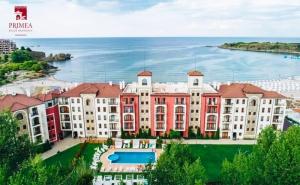 На Море в <em>Царево</em> през Юли и Август на Първа Линия! Нощувка за Двама с Възможност за Изхранване + Басейн, Чадър и Шезлонг в Primea Beach Residence, Къмпинг Нестинарка!