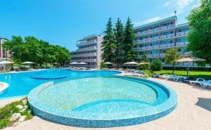 Слънчева Ваканция в <em>Приморско</em>! 2 или 3 All Inclusive Нощувки за Четирима + Басейн в Хотел Белица!
