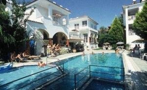 Изгодна ваканция в Гърция - хотел Melissa Gold Coast, за ЕДНА нощувка на човек със закуска / 20.04.2019 - 04.05.2019