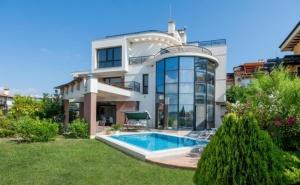 Почивка за Двама в Luxury House On Buzhaka, <em>Созопол</em>