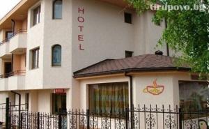 Нощувка на човек със Закуска в Хотел Емали, Банкя