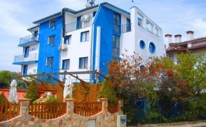 Лято в <em>Черноморец</em>! Нощувка на човек със Закуска и Вечеря от Хотел Анди