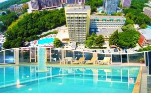 Нощувка на човек на база All inclusive + два басейна и релакс зона  в хотел Шипка 4*, к.к. Златни Пясъци