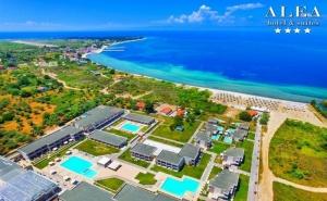 Топ Сезон на о. Тасос, на 50М. от Плажа! Нощувка на човек със Закуска и Вечеря + 3 Басейна, Шезлонг и Чадър на Басейна и на Плажа от Alea Hotel & Suits