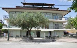 7 Нощувки в Апартамент с Капацитет от Двама до Петима в Апартаменти Kokos  Brothers, Калитея, Гърция