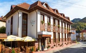 Лято в Тетевенския Балкан! Нощувка със Закуска, Обяд* и Вечеря + Басейн, Сауна и Джакузи в Хотел <em>Тетевен</em>!