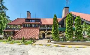 През Май в <em>Боровец</em>! Нощувка със Закуска и Вечеря* + Парна Баня, Сауна и Леден Душ в Хотел Бреза 3*!