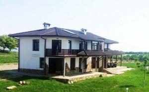 Нощувка за 14 Човека + Механа, Барбекю и Басейн във Вилно Селище Балканъ Край <em>Елена</em> - с. Калайджии