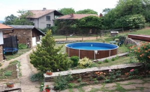 Нощувка за 13 Човека + Механа, Барбекю и Басейн в Балканджийска Къща Край <em>Габрово</em> - с. Живко