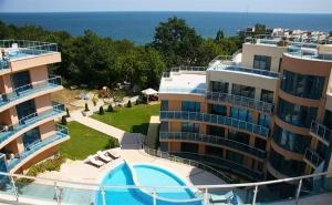 Лято в <em>Обзор</em>, на 100М. от Плажа. 2, 4 или 6 Нощувки със Закуски и Вечери* за Двама + Басейн в Комплекс Аквамарин. Безплатно: Чадър и Шезлонг на Плажа!