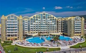 Цяло Лято на Първа Линия в Слънчев Бряг! All Inclusive + Басейн в Хотел Виктория Палас 5*!