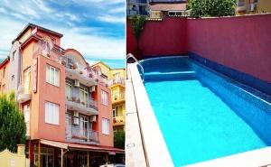 Слънчево Лято в Равда! Нощувка със Закуска + Басейн с Детска Зона в Семеен Хотел Денис, на 5Мин. от Плажа!