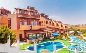 Юни и Септември в Созопол на 70М. от Плажа! Нощувка със Закуска и Вечеря* + Басейн в Хотел Аполис!