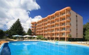 Лято в К.к Чайка, Златни Пясъци! All Inclusive + Басейн в Хотел Бона Вита. Безплатно: Лифт до Частен Плаж, Шезлонг и Чадър!