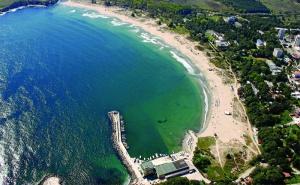 На Първа Линия в Китен! Нощувка със Закуска, Обяд и Вечеря + Шезлонг и Чадър на Плажа в Хотел Марина 3*!