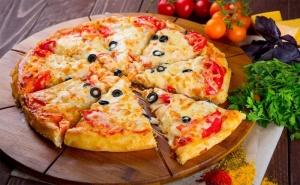 Хапнете Вкусна Пица по Избор + Десерт Панакота в Ресторант Ел Куку!