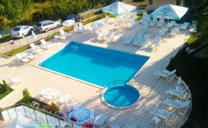 Цяло Лято в Царево! Нощувка със Закуска и Вечеря + Басейн в Хотел Марая!
