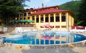 Уикенд за Двама през Септември в Хотел Балкан, с. <em>Чифлик</em>! 2 Нощувки със Закуски + Минерален Басейн и Релакс Зона