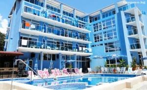 Нощувка на човек със Закуска и Вечеря + Басейн в Хотел <em>Китен</em> Палас - на 5 Минути от Плажа!