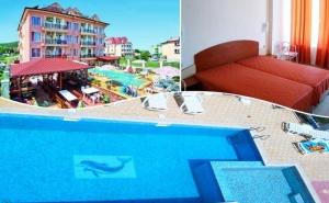 Нощувка със закуска на човек + басейн в хотел С Вълчеви, в Обзор на 100 м. от плажа