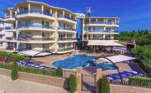 Лято в <em>Черноморец</em>! Нощувка със Закуска + Басейн, Шезлонг и Чадър в Семеен Хотел Адена на 150М., от Плажа!