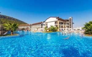 7 Нощувки на човек на База All Inclusive + Басейн и Аквапарк в Хотел Ramada Resort Akbuk, <em>Дидим</em>, Турция. Дете до 13Г. - Безплатно!