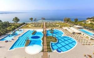 5 Нощувки на човек на База Ultra All Inclusive + 3 Басейна, Мини Аквапарк и Частен Плаж от Хотел Amara Sea Light 5* в <em>Кушадасъ</em>, Турция!