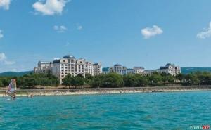 Първа Линия Топ Хотел с Чадър и Шезлонг на Плажа, All Inclusive до 30.06 и от 01.09 от Риу Хелиос Парадайз, Свети Влас