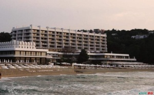 All Inclusive с Шезлонги и Чадър на Плажа, Цена на човек до 12.07 в Хотел Палас, Слънчев Ден