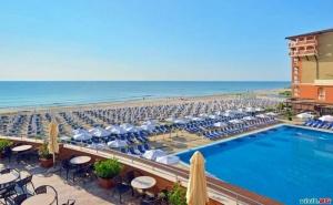 На Плажа в <em>Обзор</em> с Аквапарк, All Inclusive до 30.06 с Чадър и Шезлонг на Плажа в Сол Луна Бей Маре Ризорт