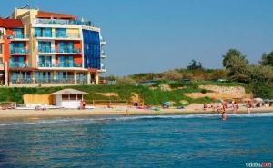 На Първа Линия в Равда Лято 2020, със Закуски и Вечери След 04.09 в Хотел Бижу