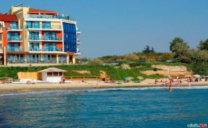 На Първа Линия в Равда Лято 2020, със Закуски и Вечери до 10.07 в Хотел Бижу