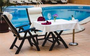 През Юли Край <em>Троян</em>! Нощувка със Закуска и Вечеря + Басейн с Минерална Вода в Семеен Хотел Шипково!