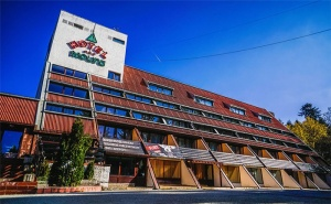 Цяло Лято в <em>Боровец</em>! Нощувка със Закуска и Вечеря* + Басейн и Фитнес в Хотел Мура 3*!