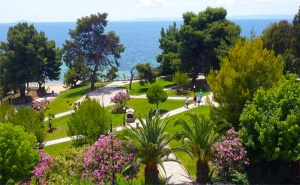 През Юли в Гърция на 30М. от Плажа. Три Нощувки All Inclusive Light + Басейн в Golden Beach Metamorfosi 3*, <em>Халкидики</em>!