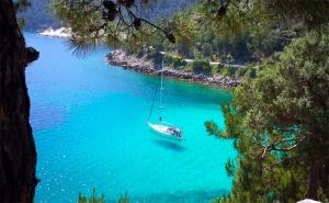 Септемврийска Почивка на о-в Тасос, Гърция! Транспорт + 2 Нощувки със Закуски и Вечери с Далла Турс!