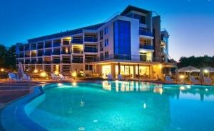 Септември до Самия Бряг на Къмпинг <em>Каваци</em>, Созопол! Нощувка на човек със Закуска в Хотел Южна Перла!