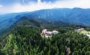 Делник в <em>Паничище</em>! Нощувка на човек със Закуска и Вечеря + Релакс Зона в Хотел Планински Езера
