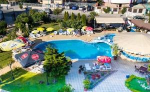 Цяло Лято в Созопол! Нощувка със Закуска, Обяд* и Вечеря + Басейн в Хотел Съни, на 50М. от Плажа!