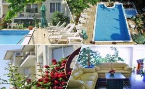 Лято до <em>Албена</em>! Нощувка на човек със Закуска и Вечеря + Басейн в Хотелски Комплекс Рай***, с. Оброчище