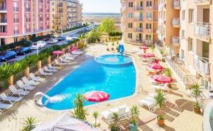 Нощувка със закуска или закуска и вечеря на човек + басейн в хотел Блек Сий, Слънчев бряг
