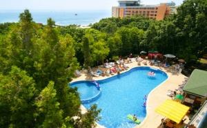 Нощувка на човек със закуска и вечеря + басейн в парк хотел Тинтява***, Златни Пясъци