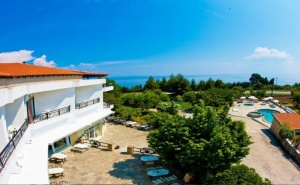 Септември в <em>Халкидики</em>, Гърция! Нощувка на човек със Закуска и Вечеря + Басейн в Хотел Pashos***, Криопиги