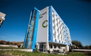 Почивка в <em>Панагюрище</em>! 2 Нощувки със Закуски и Вечери за Двама + Тенис на Корт в Хотел Корт Ин!