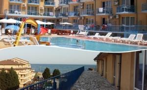 Нощувка на човек + Басейн на 50 Метра от Плажа в Хотел Хит, <em>Равда</em>