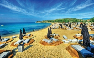 Екскурзия до <em>Кавала</em>, Гърция, за Септемврийски Празници! Транспорт + 2 Нощувки със Закуски в Хотел Nefeli, на 150 М. от Плажа